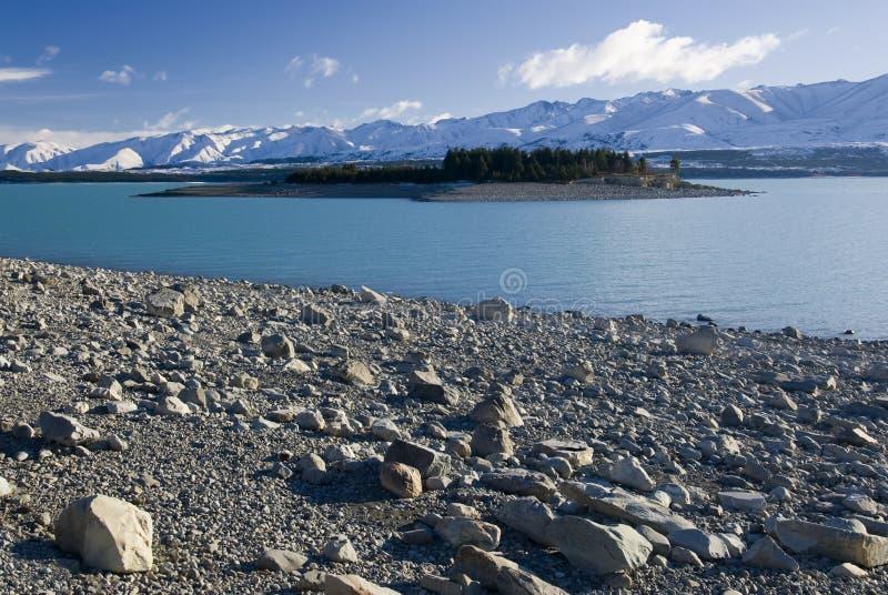 Sjö Pukaki, glaciärvatten, låg sjönivå, Nya Zeeland royaltyfri fotografi