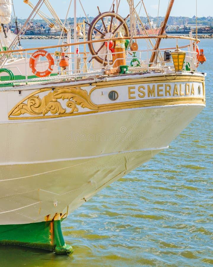 Sjö- skola för seglingskepp som parkeras på port fotografering för bildbyråer