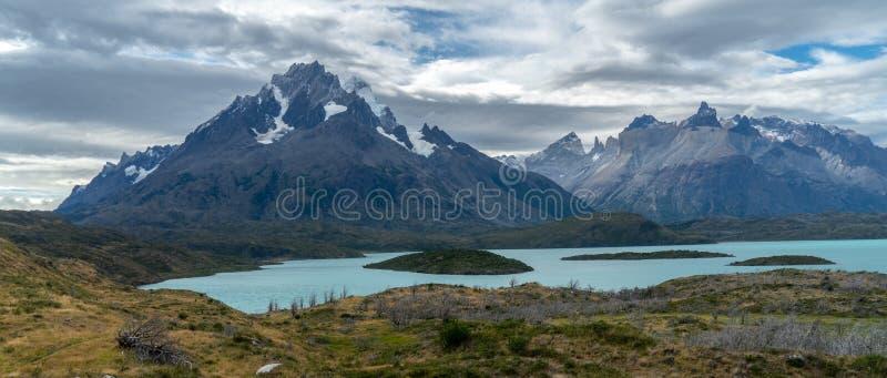 is- sjöar och berg royaltyfria foton