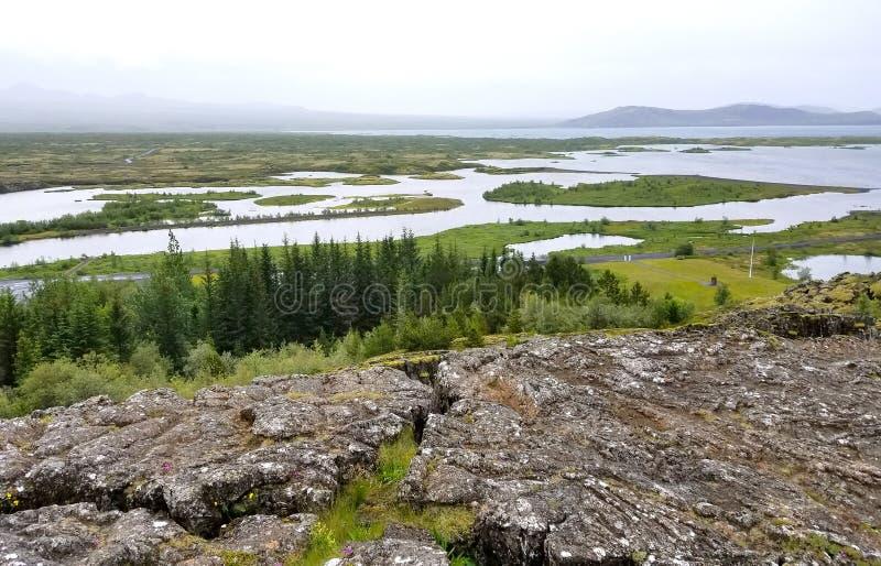 Sjöar och härlig landskapnatur i Island arkivbild