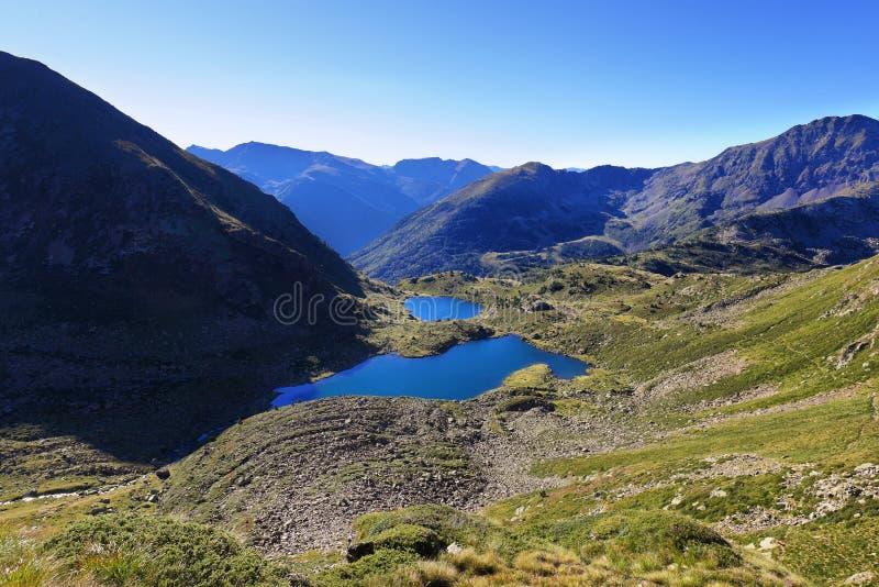 Sjöar Tristaina för högt berg i Pyrenees royaltyfri fotografi