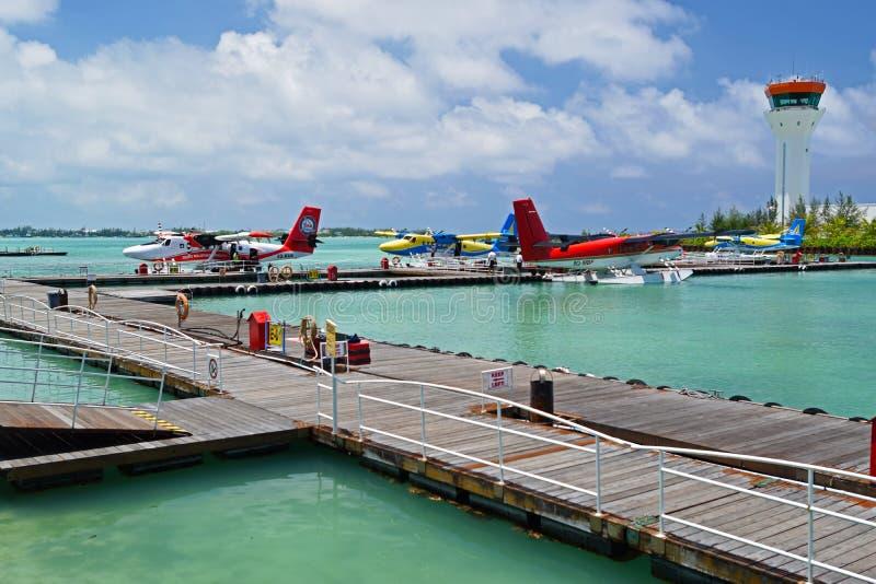 Sjöflygplan i den Maldiverna hamnstaden arkivfoto