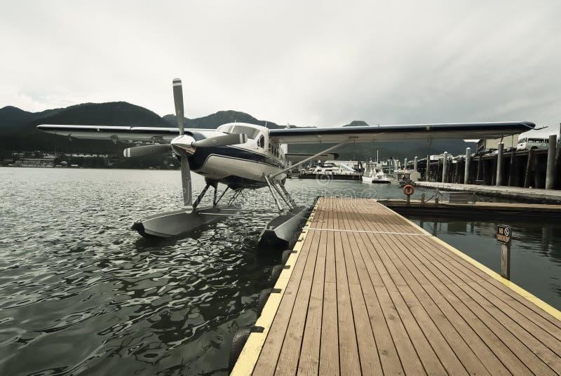 Sjöflygplan på skeppsdockan i Juneau arkivfoton