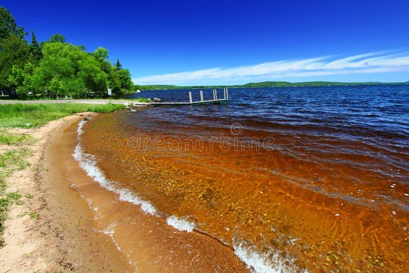 SjöGogebic strand Michigan royaltyfri fotografi