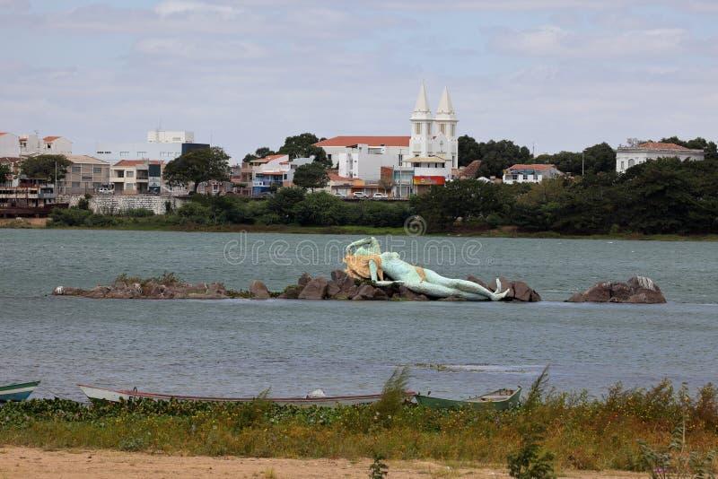 Sjöjungfru och horisont av Petrolina och Juazeiro i Brasilien arkivbild