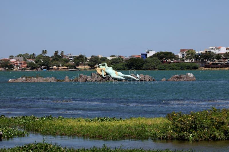Sjöjungfru och horisont av Petrolina och Juazeiro i Brasilien fotografering för bildbyråer