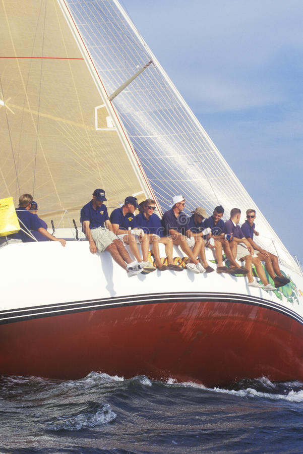 Sjökadetter från Uen S För övningssegling för sjö- akademi expertis i Chesapeakefjärd, nära Annapolis, Maryland royaltyfri foto
