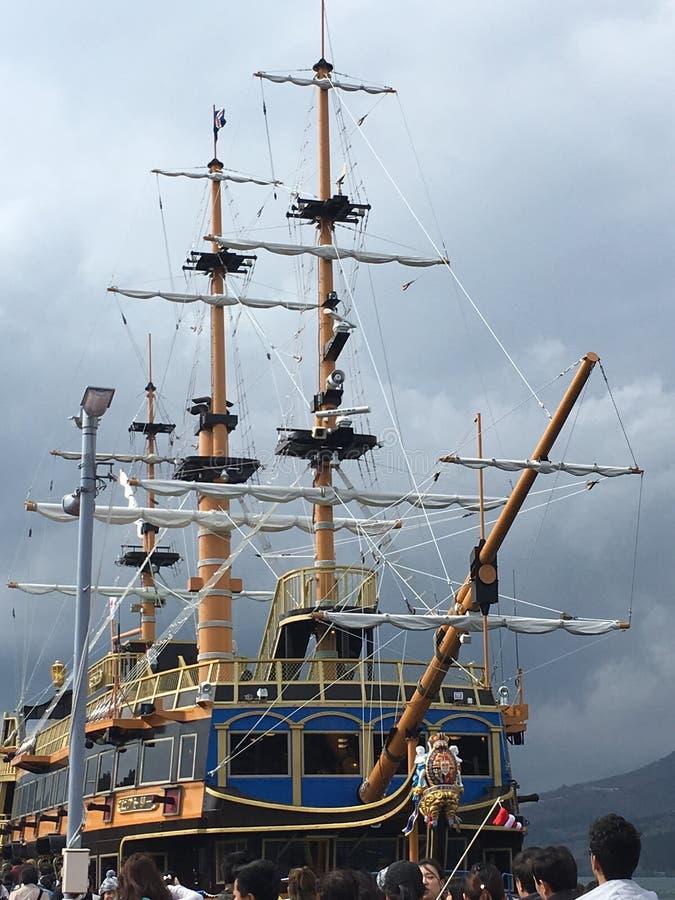 Sjön Ashi piratkopierar skeppet arkivbilder