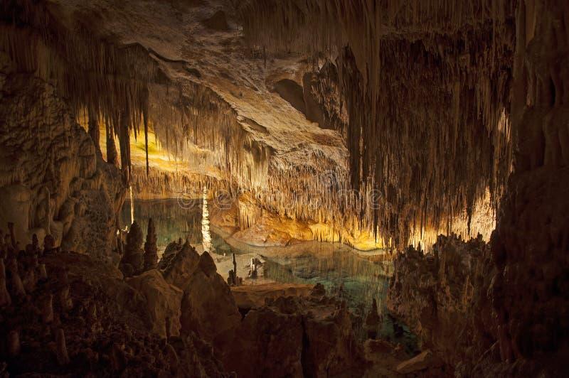Sjön i grottan arkivbilder