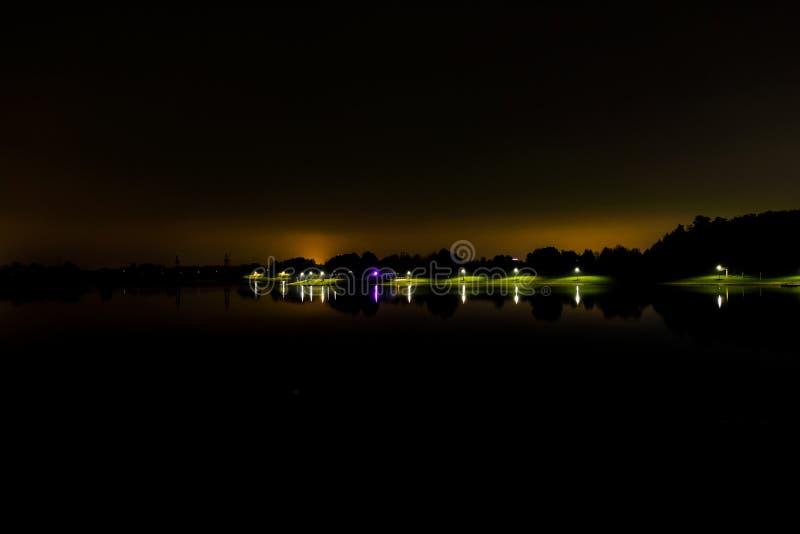 Sjön, tystnaden, natten fotografering för bildbyråer