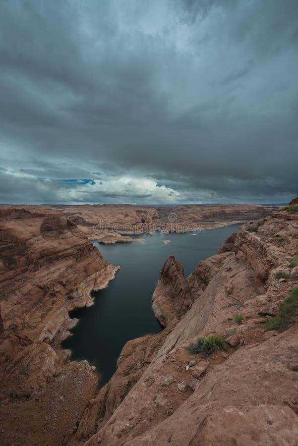 SjöPowell near hål i det vaggaEscalante Utah landskapet arkivfoton