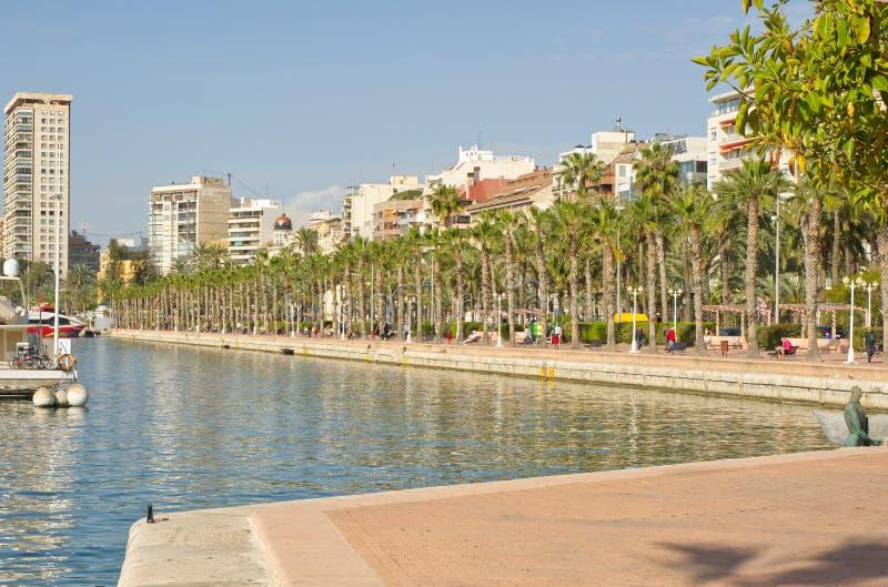 Sjösidapromenad på Alicante, Spanien royaltyfri bild