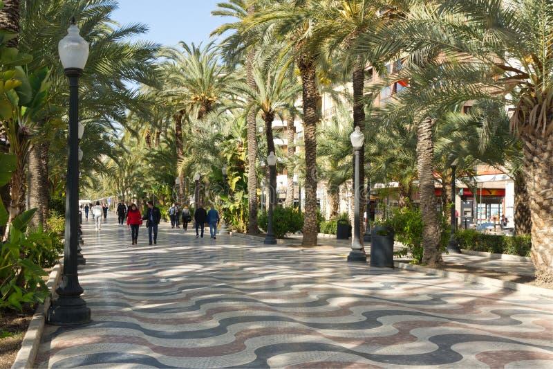 Sjösidapromenad på Alicante, Spanien arkivbild