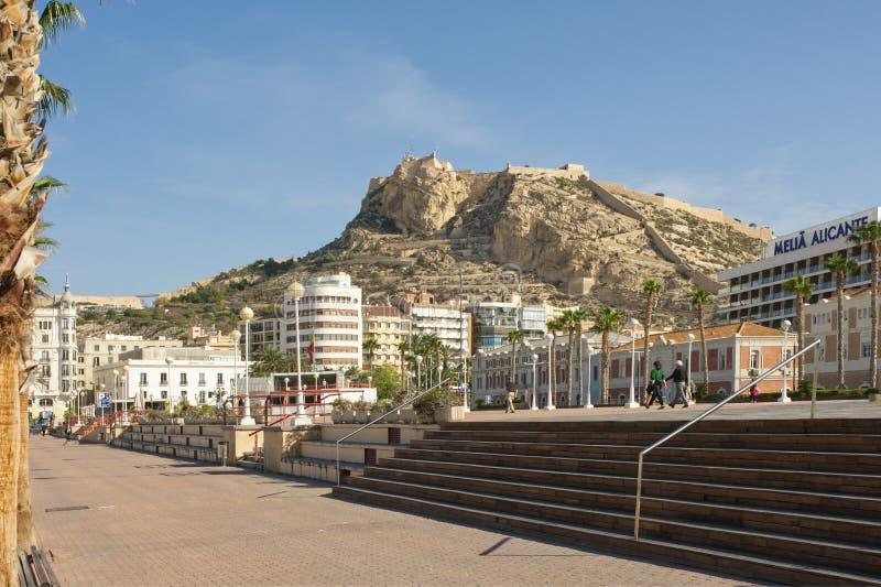 Sjösidapromenad på Alicante, Spanien arkivbilder