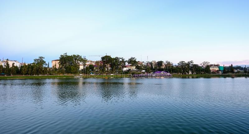 Sj? Xuan Huong i Dalat, Vietnam royaltyfria foton