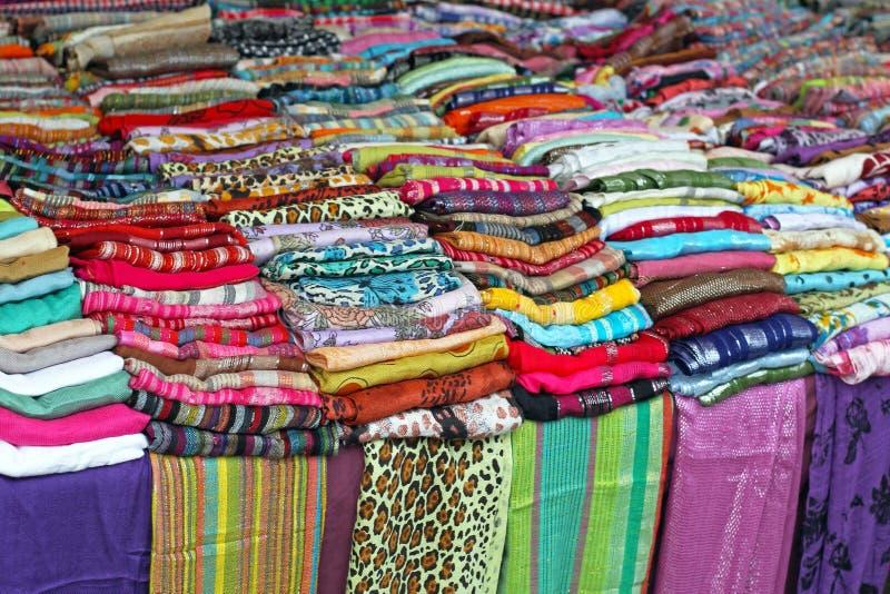 Sjalar och scarves royaltyfria foton