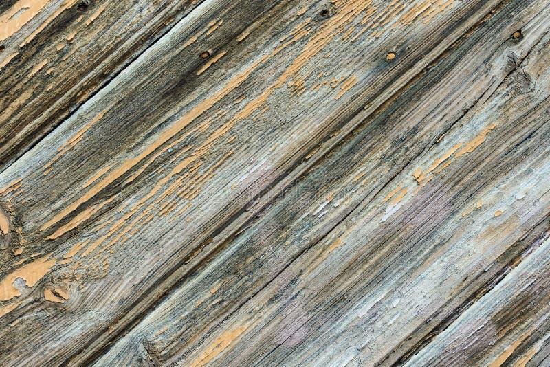 Sjaskig riden ut plankaträbakgrund Geometriskt grafiskt diagonalt modellfragment av den gamla portdörren Gråa färgtoner för lutni arkivbilder
