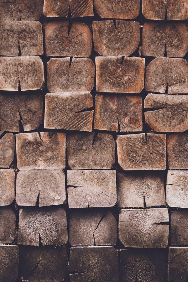 Sjofele bruine houten achtergrond E Abstract patroon met donkere vierkante planken Hardhout, pijnboomhout - materiaal, royalty-vrije stock foto's