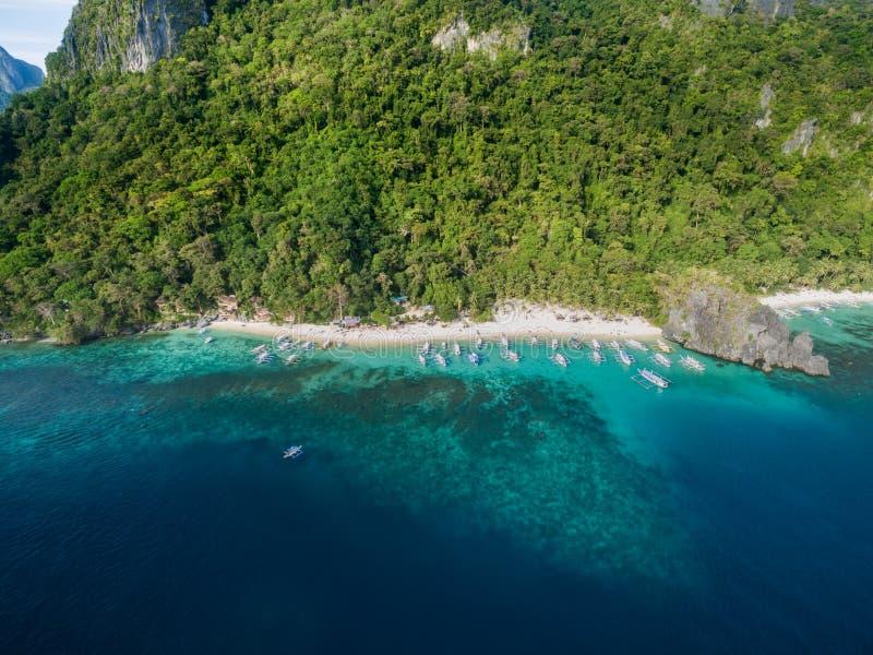 Sju kommandon strand och Papayastrand i El Nido, Palawan, Filippinerna Turnera a-rutten och förlägga fotografering för bildbyråer