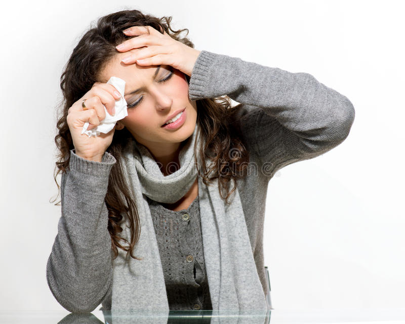 Sjuk kvinna. Influensa arkivbilder