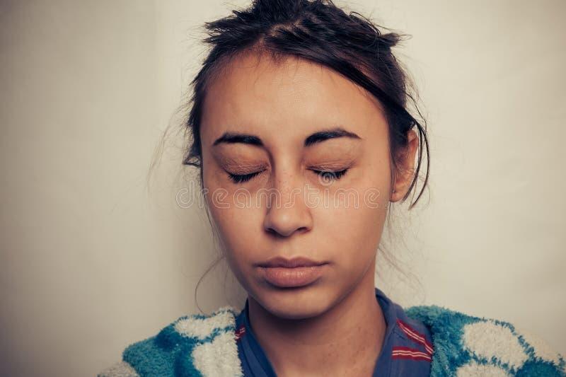 Sjuka kvinnors ögon arkivfoto