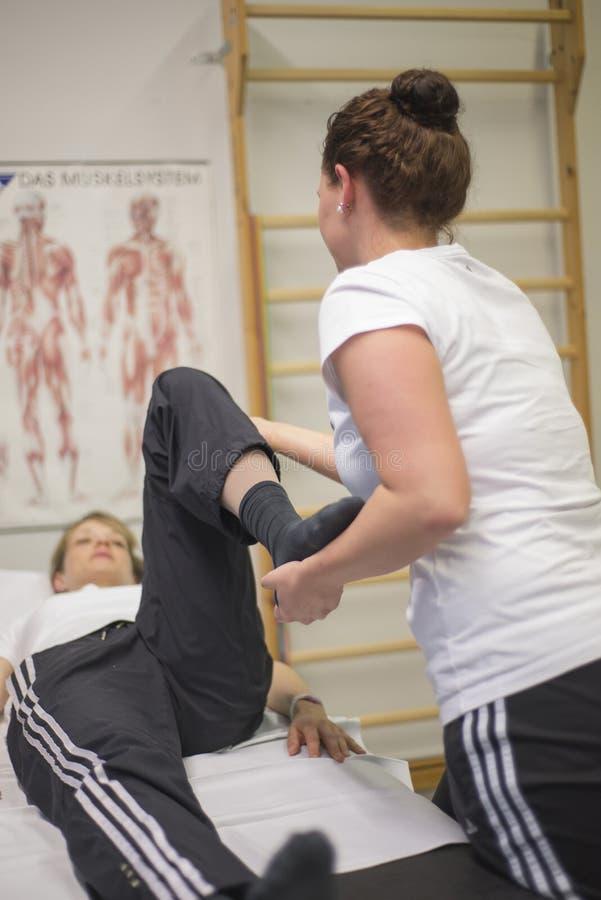 Sjukgymnastik övar vård- aktiv utbildning 5 fotografering för bildbyråer
