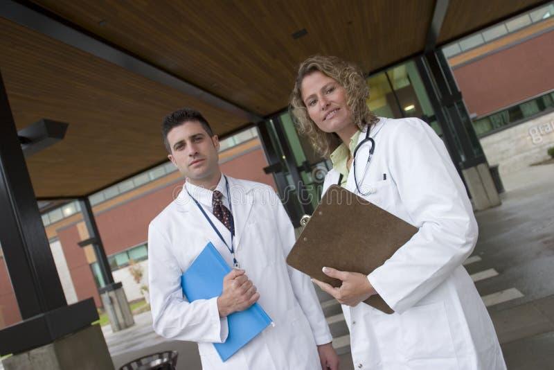 sjukhus för 2 doktorer utanför