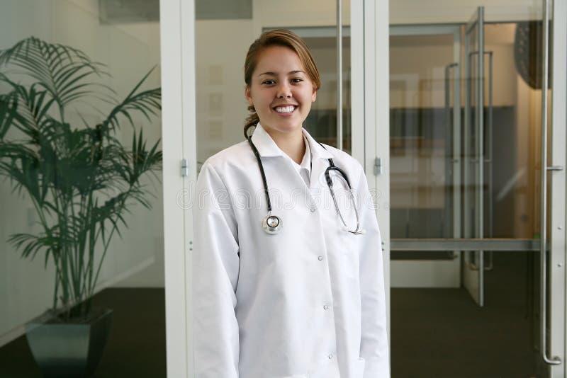 sjukhussjuksköterskakvinna arkivbild