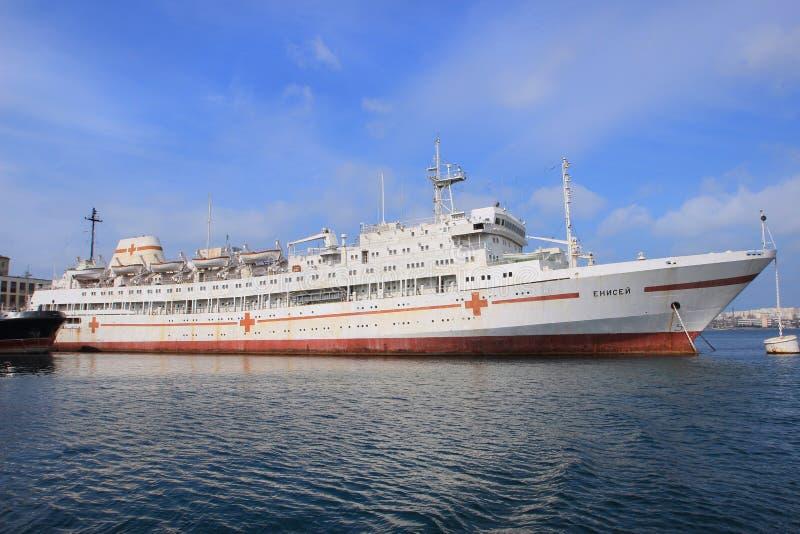 Sjukhusskeppet Yenisei i den Sevastopol staden (Krim) royaltyfri foto