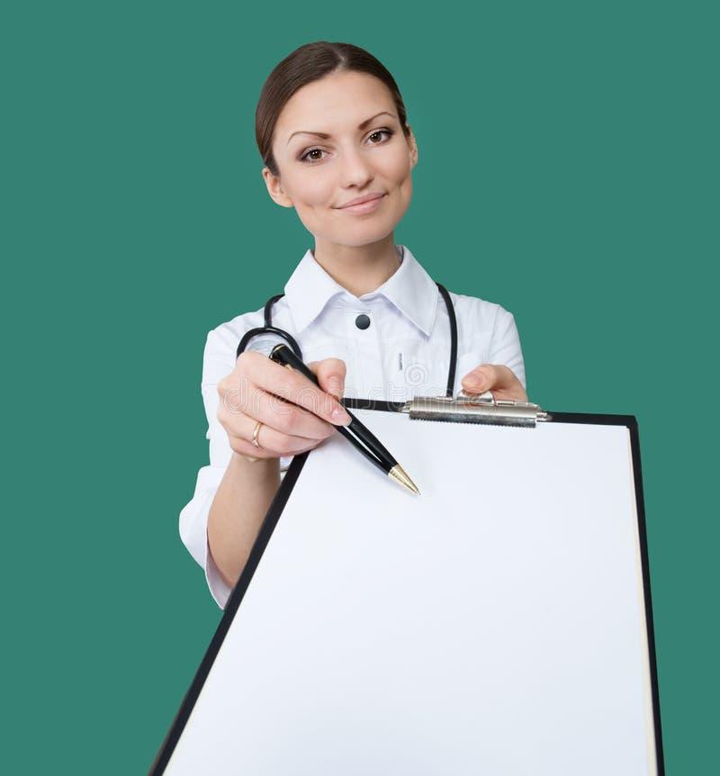 Sjuksköterska med en clipboard royaltyfri bild