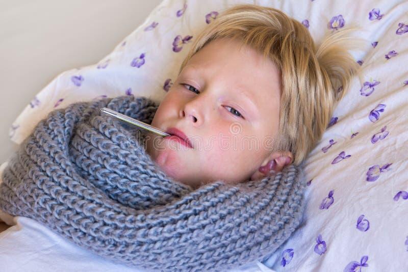sjukt barn royaltyfri bild
