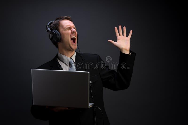 sjunga för affärsman arkivbild