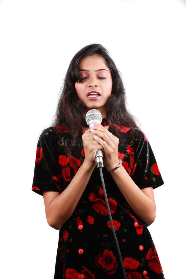 sjunga för bön arkivfoto