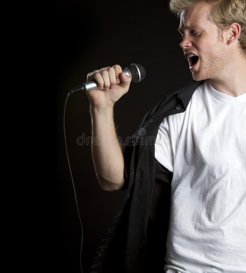 sjunga för man fotografering för bildbyråer