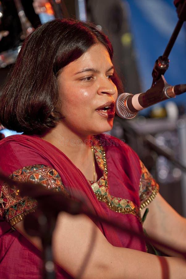 sjunga för respect för pooja för angraexeter festival royaltyfria bilder