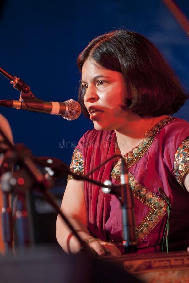sjunga för respect för pooja för angraexeter festival royaltyfri foto