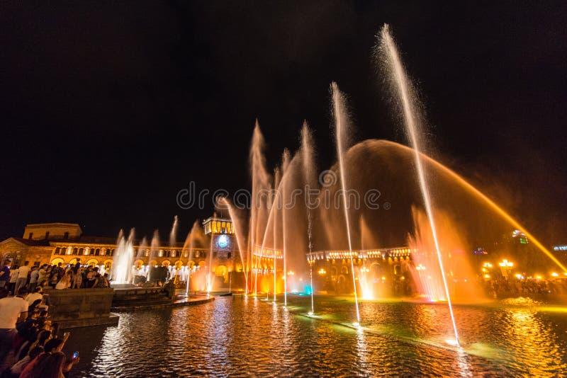 Sjunga och dansa springbrunnar, republikfyrkant, Yerevan, Armenien fotografering för bildbyråer