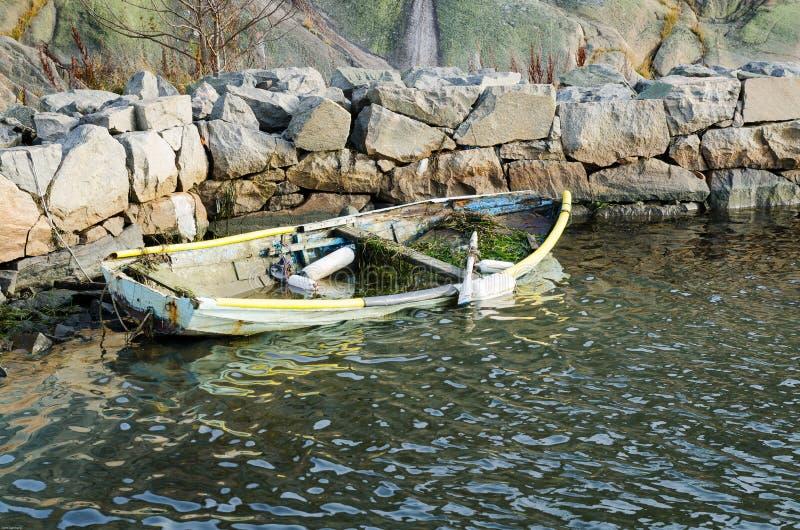 Sjunkande roowboat fotografering för bildbyråer