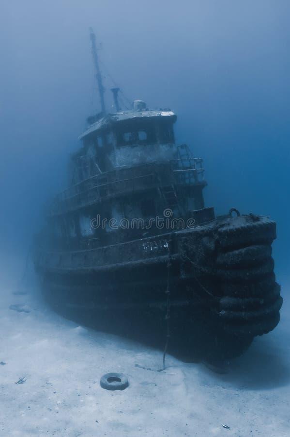 sjunken bogserbåt royaltyfri fotografi