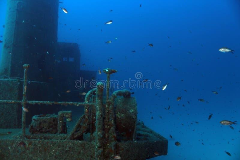 Sjunken bogserbåt arkivfoton