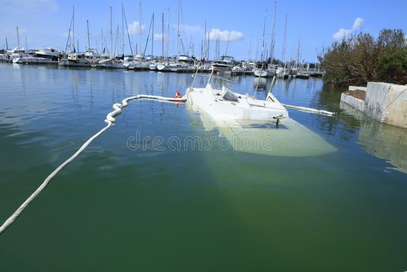 Sjunket fartyg på Boca Chica Marina Key West Florida efter Hurrican fotografering för bildbyråer