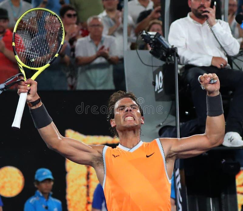 Sjutton gånger den Grand Slam som mästaren Rafael Nadal av Spanien firar seger efter hans semifinalmatch på australiska 2019, öpp royaltyfri fotografi
