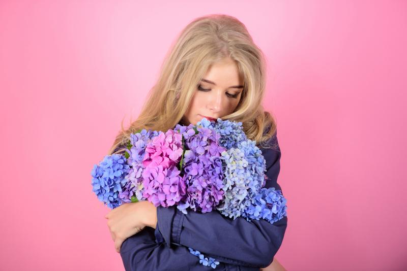 Skóry piękna i opieki traktowanie Delikatny delikatny kwiat Czysty piękno Czułość młoda skóra Wiosna kwiat prosty obraz stock