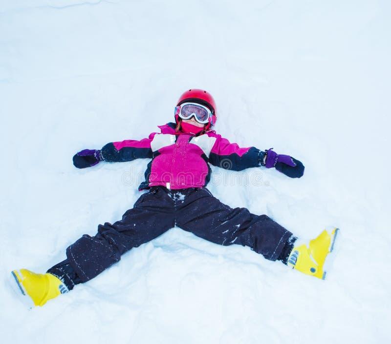 Skämtsam liten skidåkare arkivfoto