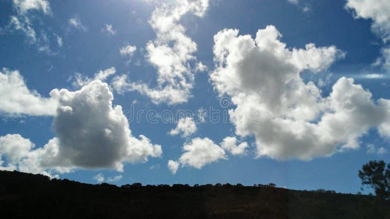 Skämtsamma himlar arkivbild