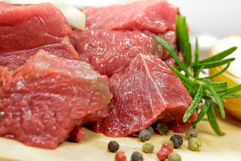 Skära i tärningar nötkött arkivbild