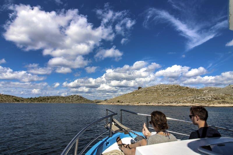 Skärgård - moln på blå himmel royaltyfri foto
