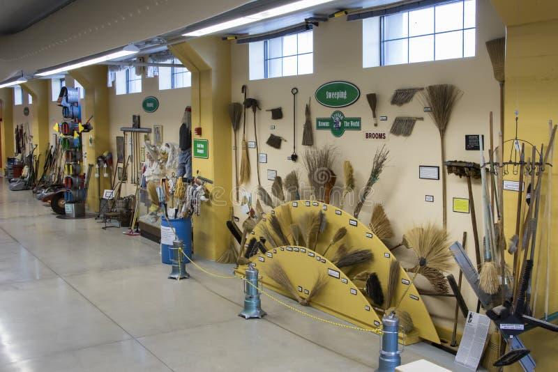 Skärm av lokalvårdprodukter i museet av rengöringen arkivfoton