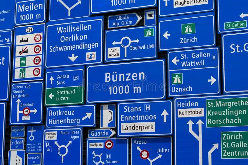 Skärm av trafik undertecknar in det schweiziska museet av transport i Lucerne royaltyfri fotografi