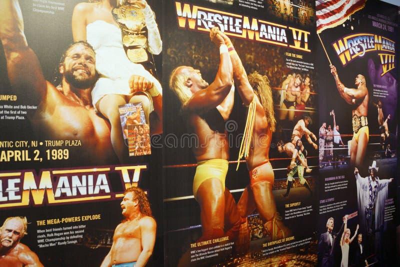 Skärm av Wrestlemania affischer som spänner från Wrestlemania 5-7 royaltyfria bilder